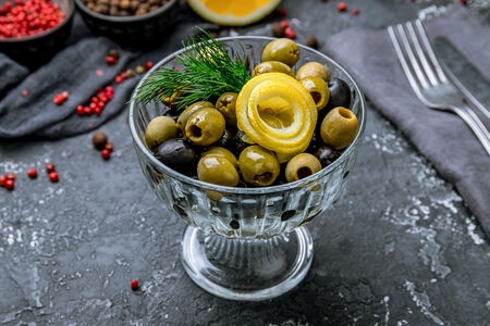 Закуска из оливок и маслин