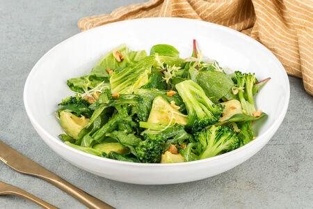 Зеленый салат с брокколи