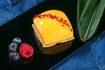 Десерт Клубника и манго