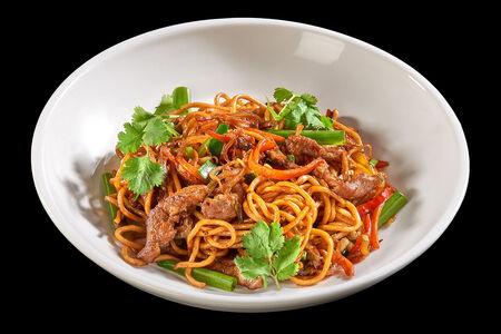 Китайская лапша с говядиной и овощами