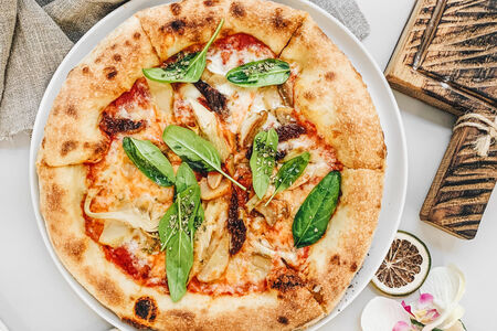 Пицца Белые грибы, артишоки и шпинат