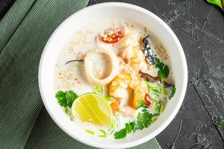Азиатский суп с креветками и кальмаром