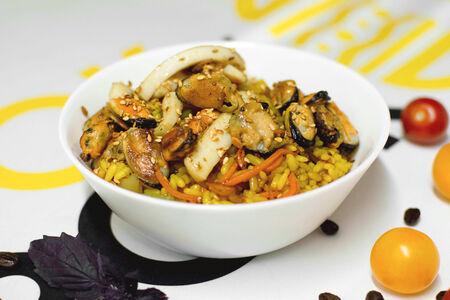 Рис с морепродуктами в соусе