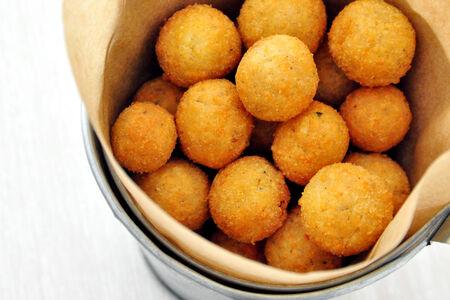 Сырные шарики с халапеньо