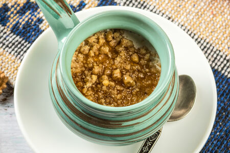 Мацони с мёдом и орехами