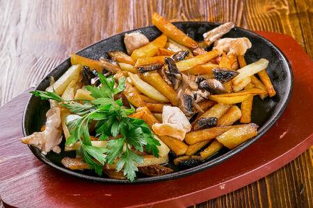 Картофель с мясом цыпленка и грибами