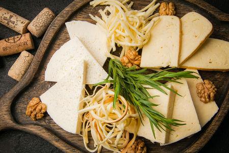 Ассорти домашних грузинских сыров
