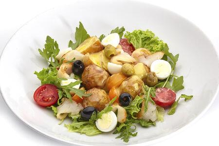 Теплый салат из масляной рыбы