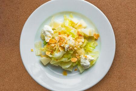 Салат Груша с сыром буко
