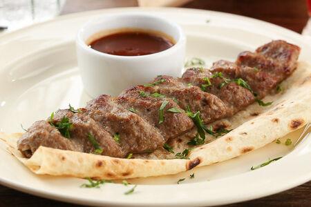 Люля-кебаб из баранины с томатным соусом