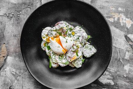 Салат Фермерский с яйцом пашот