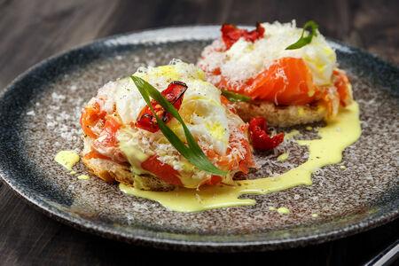 Яйцо Бенедикт с копченым лососем
