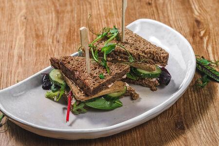 Сэндвич с кешью-сыром и тофу