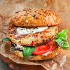 Фото к позиции меню Бургер с креветками, крабом, сыром Моцарелла и соусом Айоли