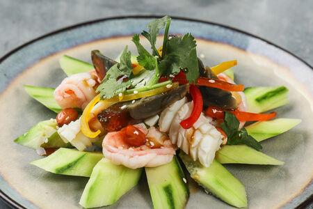 Салат с морепродуктами и огурцами