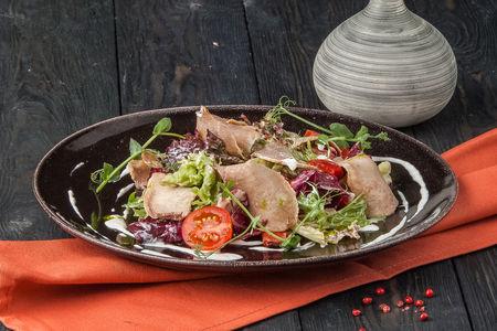 Салат с языком и соусом из хрена
