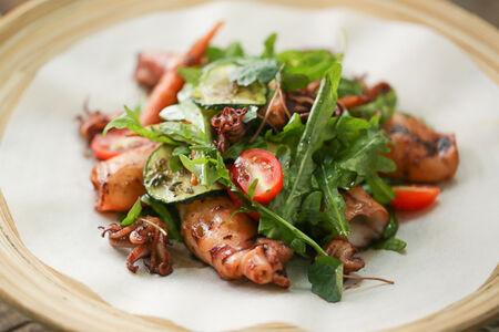Теплый овощной салат в паназиатском стиле