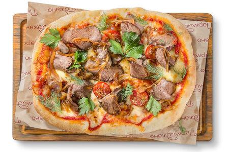 Пицца с маринованным ростбифом и томатами