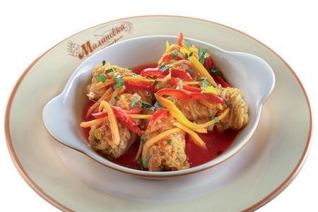 Голубцы из свинины с томатно-овощным соусом