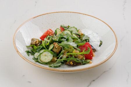 Салат из цыпленка с запеченными овощами