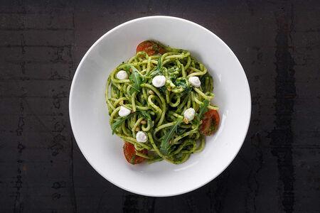 Спагетти со шпинатом и сыром