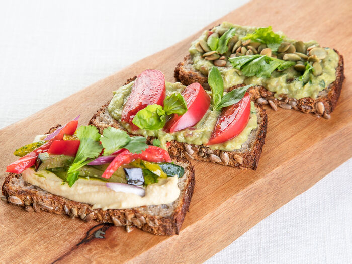Тост Трио на хлебе из зеленой гречки