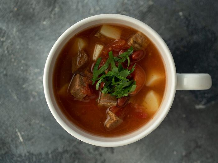 Томатный суп с томленой телятиной