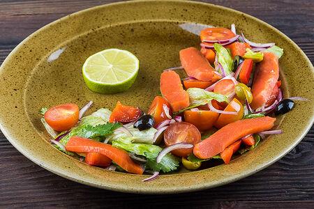 Салат со слабосоленой неркой