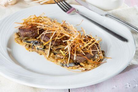 Филе говядины с грибами