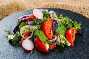 Фирменный салат Огород с заправкой Лимонная
