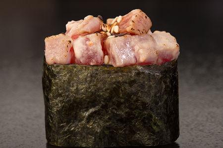 Запечённые суши с тунцом