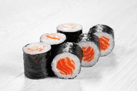 Ролл Маки с копченым лососем