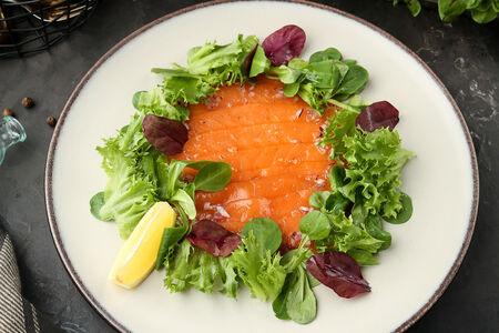 Севиче из семги с ароматным маслом и зеленым салатом