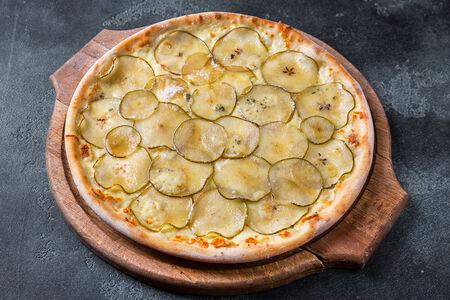 Пицца с горгондзолой и грушей