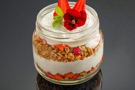 Десерт Гранола с йогуртовым кремом