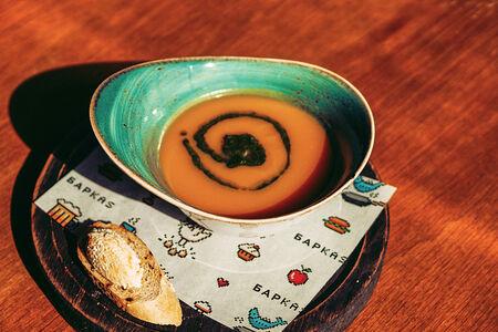 Суп-пюре из тыквы с рикоттой и соусом песто