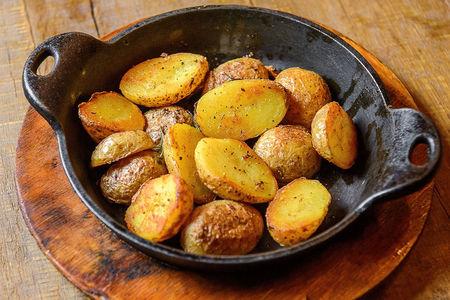 Мини картофель, запеченный с розмарином