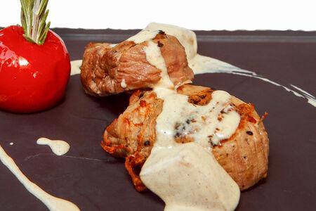 Свиная вырезка гриль с соусом из белых грибов