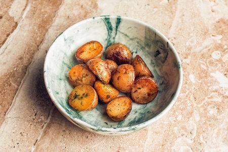 Бейби картофель, обжаренный в масле