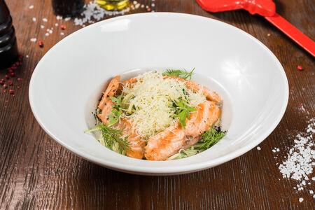 Паста со шпинатом и лососем