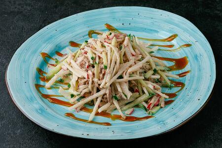 Паназиатский салат с говядиной и имбирной заправкой