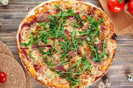 Пицца с пармской ветчиной