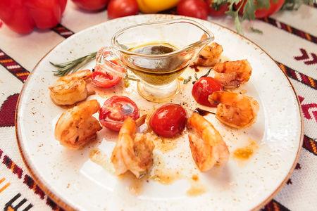 Креветки с помидорами