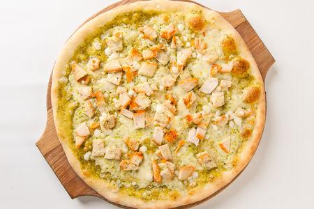 Пицца с копченой курочкой и соусом Песто