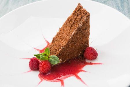 Протеиновый торт с малиной