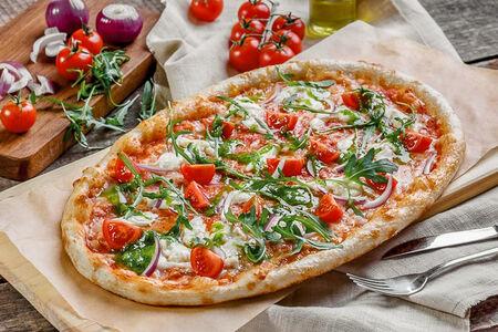 Пицца с сыром Моцарелла и свежими овощами