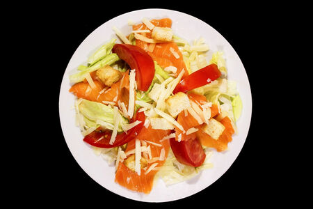 Горячий салат с тунцом
