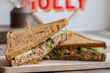 Сэндвич с тунцом и Fanta