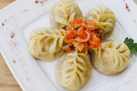 Манты уйгурские с бараниной и овощами