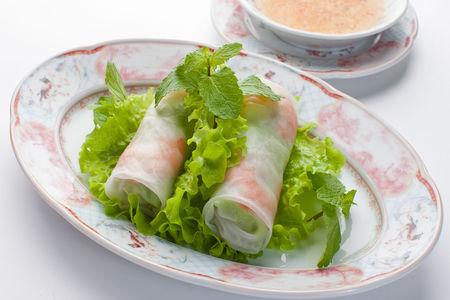 Въетнамские холодные роллы с креветками, курицей и рисовой лапшой